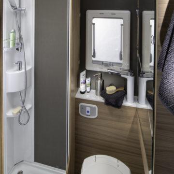 Adria Coral XL Axess 600 DP - kopalnica z zaprtim umivalnikom