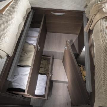 Adria Matrix Supreme M670 SL - predali pod posteljami