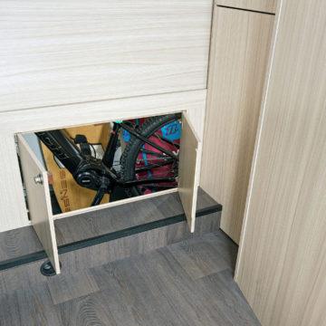 Adria Sun Living A 70 DK - dostop pod posteljo