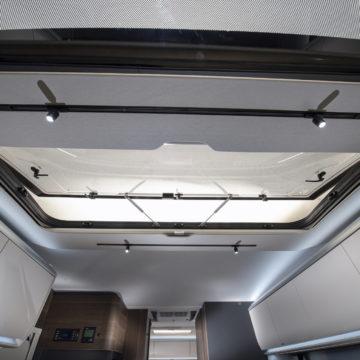 Avtodom Adria Coral Supreme model 670 DC - strešno okno