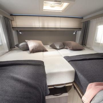 Avtodom Compact Axess - združeni postelji