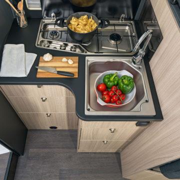 Avtodom Sun Living S - manjša kuhinja