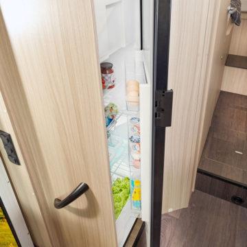 Avtodom Sun Living S - večji hladilnik
