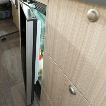 Hladilnik v kuhinji avtodoma Sun-Living serija C 65 SL
