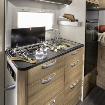 Kuhinja v avtodomu Coral XL Axess 600 DP