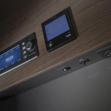 Nadzorna plošča v Adria Matrix Supreme 670 SL