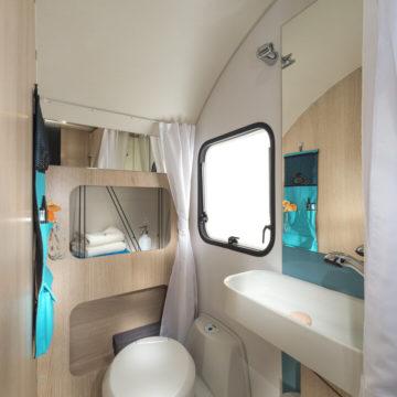 Prikolica Adria Aviva kopalnica v 472PK