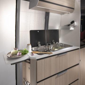 Van Adria Twin Axess kuhinja