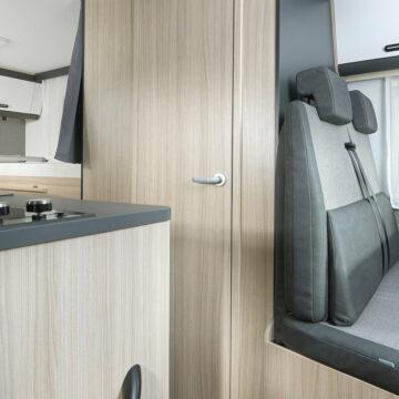 Zaprta kopalnica v Sun-Livingu serije C 65 SL